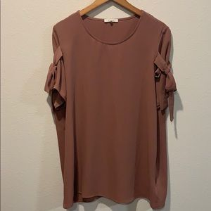 Dark blush short sleeve top with bow embellishment